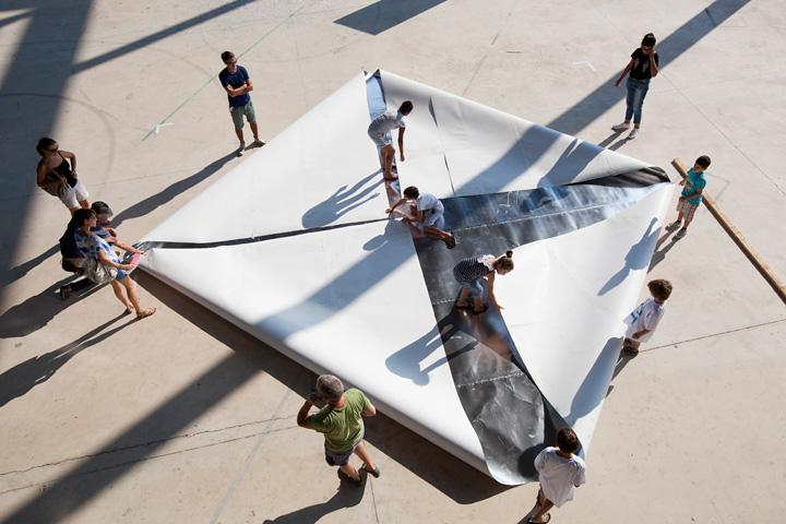 Travellings, événement organisé par Lieux Publics à la cité des arts de la rue. Franck Bolter/Origami Artist's Camp