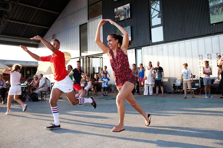 Travellings, événement organisé par Lieux Publics à la cité des arts de la rue. Koen de Preter/Yoyogi, Relay Dance.